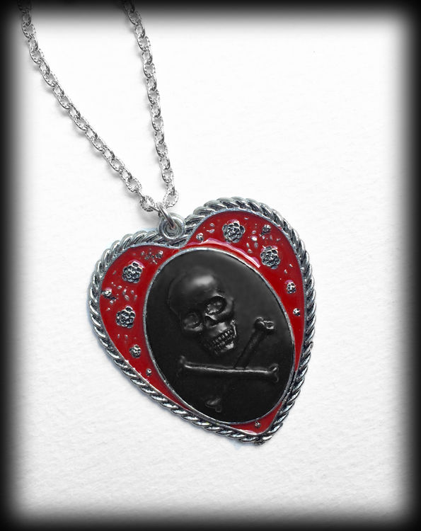 Gothic Heart Cameo Necklace - Black Skull